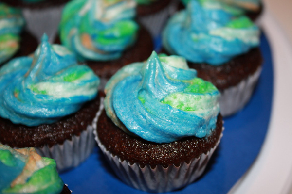 Earth Day Chocolate Cupcakes- Fudgy mini cupcakes with earth toned frosting.