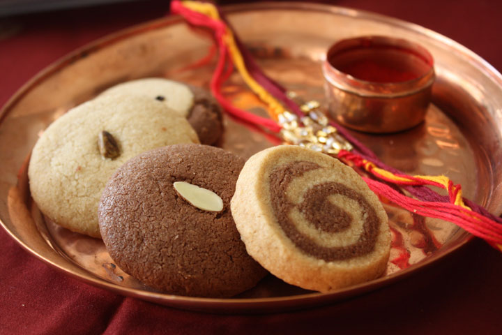 Rakish Bandhan thali with a variety of nankhatai cookie designs
