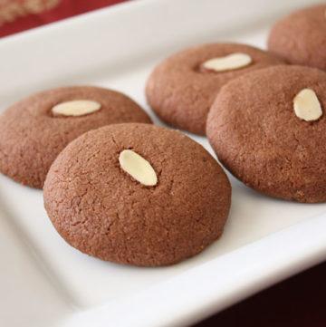 Plate of chocolate nankhatai.