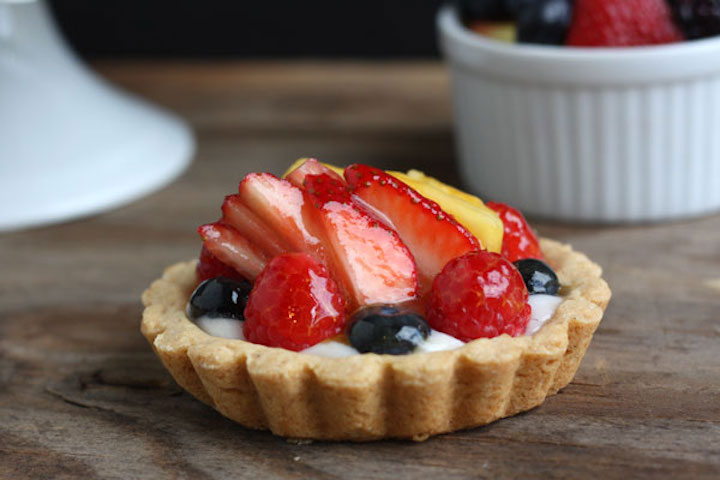 Glazed mini fruit tart.