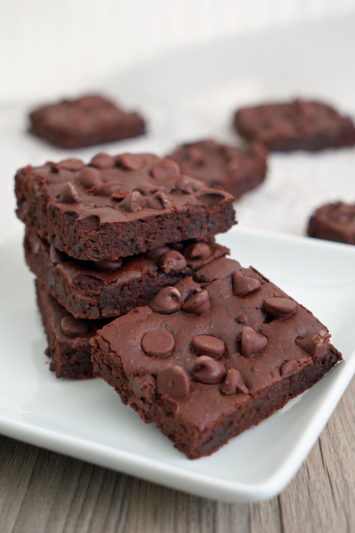 Black bean brownies in a white plate.