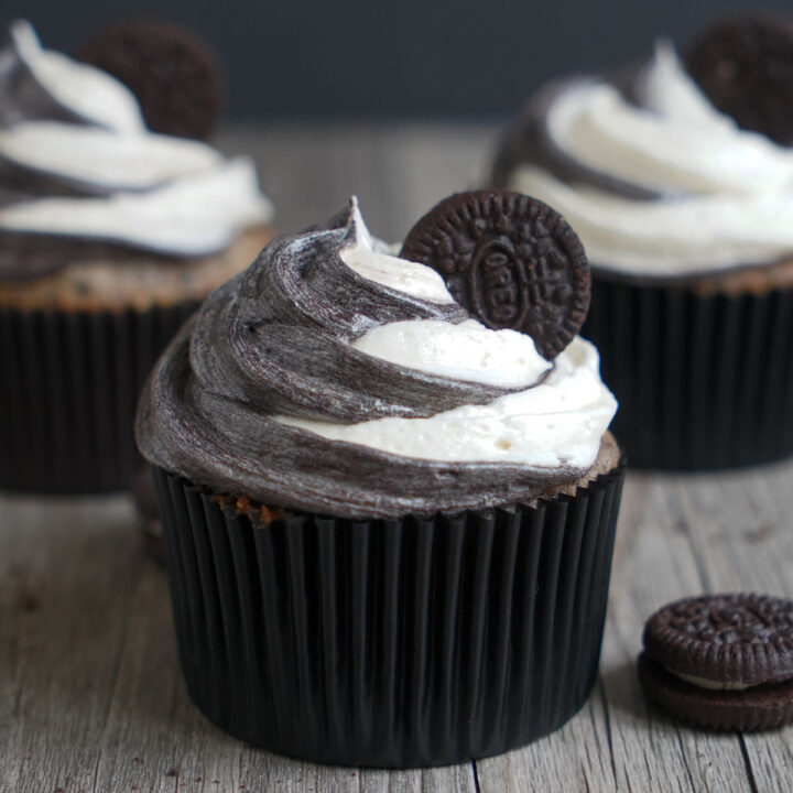 Cookies and Cream (Oreo) Cupcakes