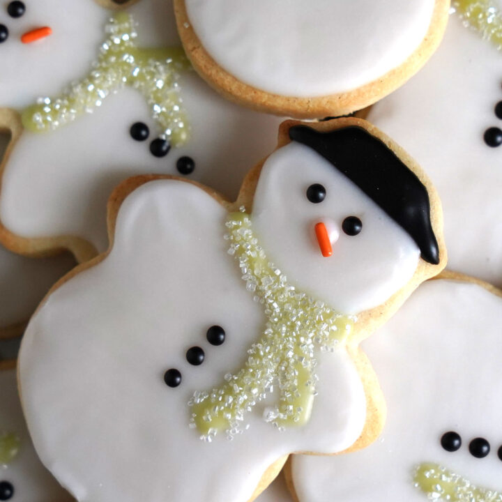 How to  Decorate Snowman Cookies