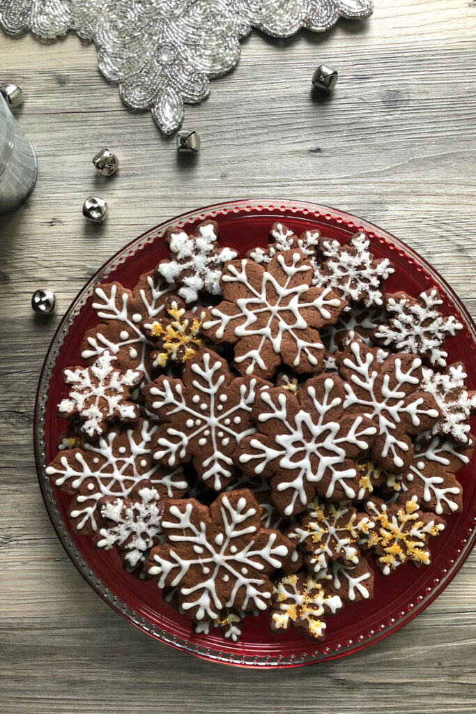 SNowflake cookies with icing.